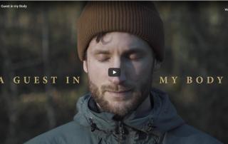 "Screenshot Dokumentarfilm ""A Guest in my Body"""