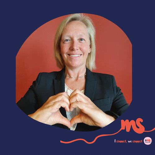 """Mag. Verena Nussbaum, Nationalratsabgeordnete, Behindertensprecherin SPÖ: """"Das Herz symbolisiert meine Solidarität mit MS-Betroffenen. Denn nur in einer Welt, die wir gemeinsam gestalten, haben alle Menschen die Möglichkeit, sich zu entfalten und zu wachsen. Zusammen sind wir stärker!"""""""